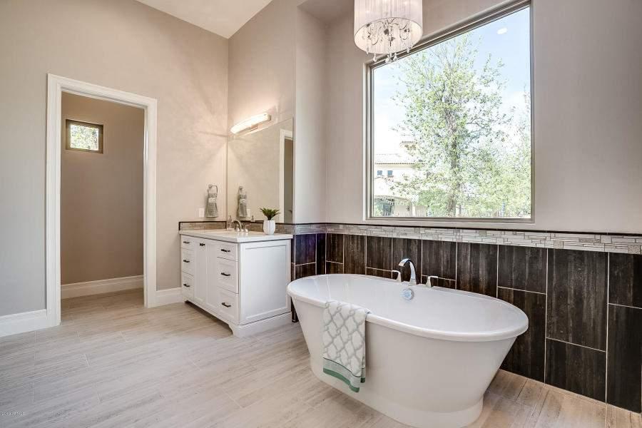 Master-Bath3